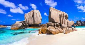 Uniek graniet rotsachtig strand Anse Marron in het eiland van La Digue, Seych stock foto's