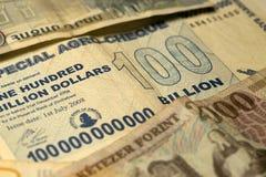 Uniek hyperinflation van Zimbabwe Bankbiljet honderd miljard Dollars in het Detail, 2008 royalty-vrije stock foto's