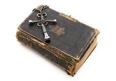 Uniek Kruis op Bijbel stock afbeelding