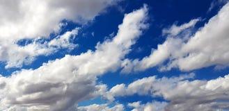 Unieke blauwe hemel met wolkenvorming Royalty-vrije Stock Foto