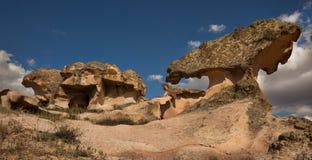 Unieke rotsvormingen in het Nationale Park van Goreme in Cappadocia royalty-vrije stock fotografie