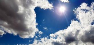 Unieke roze/purpere/blauwe hemel met wolkenvorming Stock Afbeelding