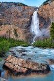 Unieke Waterval Frame door Rode Bladeren Royalty-vrije Stock Afbeeldingen