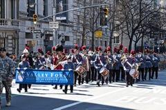 In uniform Band in St. de Parade van de Dag van het Klopje Stock Fotografie
