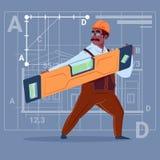 Uniforme de Holding Carpenter Level del constructor afroamericano de la historieta y trabajador de construcción del casco que lle Ilustración del Vector