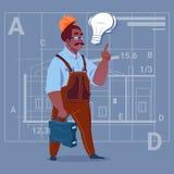 Uniforme de With Light Bulb del constructor afroamericano de la historieta y trabajador de construcción del casco que llevan Over Imagen de archivo
