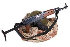 Uniforme del ejército y rifle iraquíes de AK47 Imagen de archivo libre de regalías