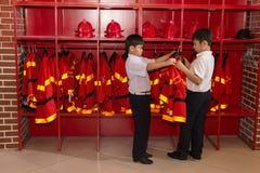 Uniforme del vigile del fuoco Fotografie Stock Libere da Diritti