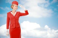 Uniforme encantador de Dressed In Red da comissária de bordo Imagens de Stock Royalty Free