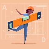 Uniforme que lleva de Holding Carpenter Level del constructor de la mujer de la historieta y trabajador de construcción afroameri Libre Illustration