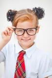 Uniforme scolastico della ragazza abbastanza teenager e borsa di scuola d'uso Istruzione Colpo dello studio Fotografia Stock Libera da Diritti