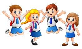 Uniforme vestindo da criança feliz que vai à escola Imagem de Stock