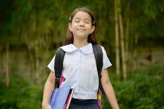 Uniforme vestindo de With Eyes Closed da estudante da criança foto de stock royalty free
