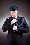 Uniforme vestindo do soldado elegante Fotografia de Stock
