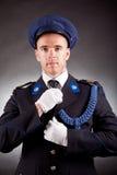 Uniforme vestindo do soldado elegante Imagens de Stock