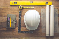 Uniformes et équipement des ingénieurs pour travailler à la Floride en bois images libres de droits