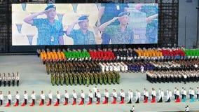 Uniformierte Gruppen, die an der Aufmerksamkeit an NDP 2011 stehen Stockbild