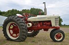 Unik Farmall återställd traktor Arkivbilder