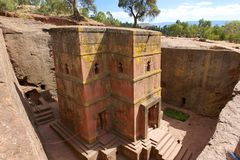 Unik monolitisk vagga-huggen ut kyrka av St George, UNESCOvärldsarv, Lalibela, Etiopien royaltyfri fotografi