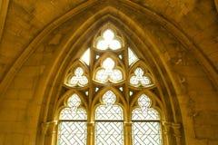 Unik sikt på detta gotiska fönster Royaltyfria Foton
