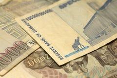 Unik Zimbabwe hyperinflationsedel hundra miljard dollar i detaljen, 2008 Royaltyfria Bilder