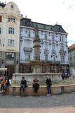 Unika gator av gamla Bratislava, fascinerar vid berlocket, en cosiness och utmärkt öl arkivfoto