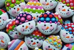 Unikalna, Domowej roboty, Kolorowa mieszanka Miodowi ciastka w formie bałwanu, Zdjęcie Stock
