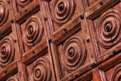 Unikalni antyczni drewniani drzwi, ornamentacja obrazy stock