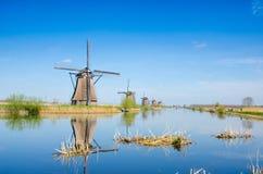 Unikalny piękny krajobraz z wiatraczkami w Kinderdijk, Netherl obrazy stock
