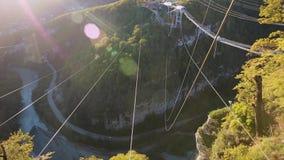 Unikalny SKYPARK AJ Hackett Sochi, Ahshtyrskaya wąwóz w Mzymta rzeki dolinie zbiory wideo