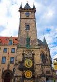 Unikalny zegar na unikalny wierza w Praga Zdjęcie Stock