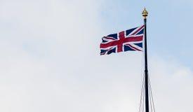 Unión Jack Flag Blowing de Brisitsh en viento Imagen de archivo