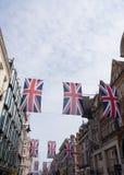 Unión Jack Flag Bunting en nueva calle en enlace Imagen de archivo libre de regalías