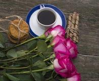 Union av rosor och kakor den bästa sikten Royaltyfri Bild