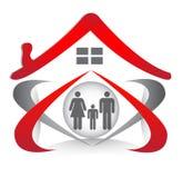 Union et amour de famille dans la forme de coeur et le logo de maison illustration libre de droits