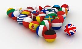 Union européenne sous forme de pyramides des boules de billard - et roulé de retour le R-U - - illustration 3D Photos libres de droits