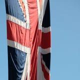 Union Jack Brytyjski flaga fotografował dmuchanie w popióle na centrum handlowym przy Gromadzić się Colour ceremonię, Londyn UK zdjęcia stock