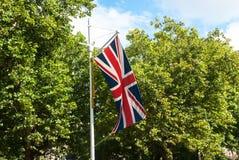 Union Jack en la calle de Londres Imagenes de archivo