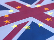 Union Jack- und Europa-Flagge gelegt