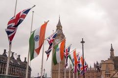 Union Jack y bandera india, Big Ben, Londres, Reino Unido Imágenes de archivo libres de regalías