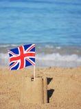 Union- Jackmarkierungsfahne auf einem hübschen Strand Stockbilder