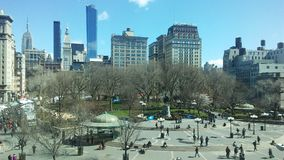 Union Square på Sunny Sunday Morning i vår i Manhattan, New York, NY Royaltyfri Fotografi