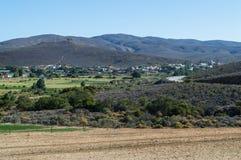 Uniondale com Hilly Backdrop, cabo ocidental, África do Sul imagens de stock royalty free
