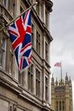 Unione Jack con le Camere del Parlamento nella distanza Immagine Stock Libera da Diritti
