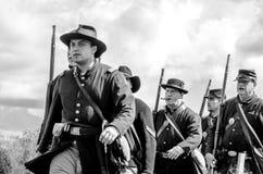 Unionsoldater som marcing Royaltyfria Bilder