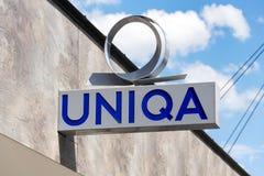 Uniqa ubezpieczenia grupy AG firmy logo na gałęziastym budynku Zdjęcie Stock