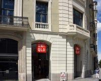 Uniqlo lager i Barcelona, Spanien Fotografering för Bildbyråer