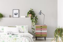 Free Unique Suede Covered Nightstand With Grey Lamp In Bright Scandinavian Bedroom With Urban Jungle, Copy Space On The Empty Grey Wall Stock Photo - 144299760