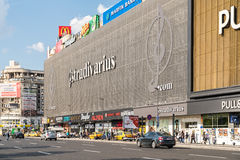 Unirea galleriaköpcentrum (Magazinul Unirea) i Bucharest arkivfoton