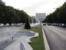 Unirii-Boulevard, der zu Parlamentsgebäude, Bukarest führt stock video footage